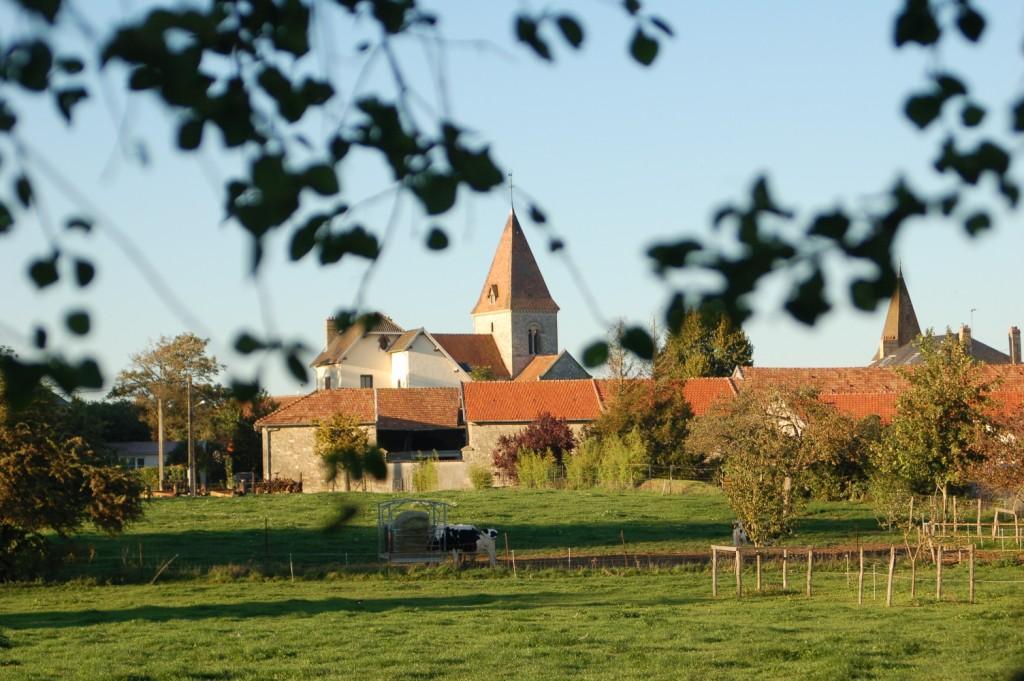 Ormes village rural